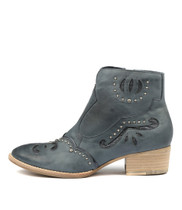 LUCILLES Ankle Boots in Navy Leather
