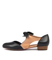 ESETE Flats in Navy/ Tan Leather
