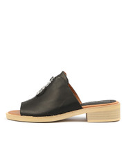 RYLAND Sandals in Black Leather