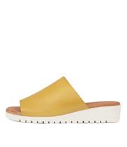 MERRIES Flatform Sandals in Yellow Leather