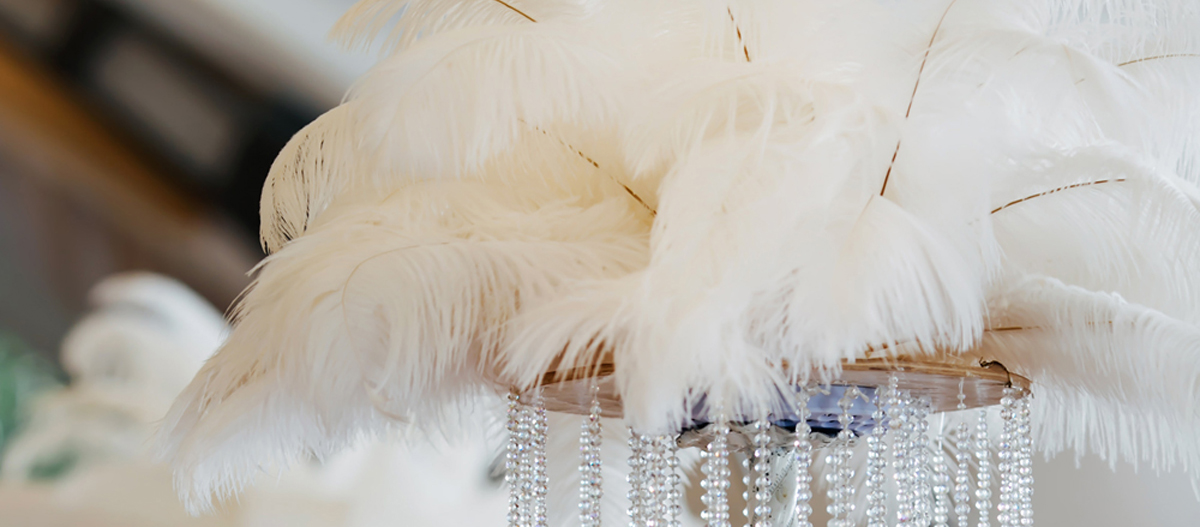 ostrichweddingfeathercenterpiece.jpg