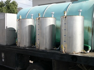 1000 Gallon w/ 3 Chemical tanks & Injector