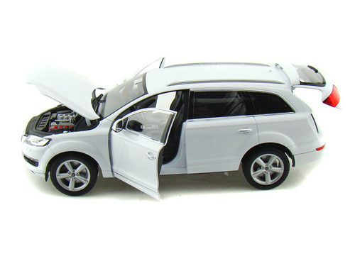 Audi Q7 SUV White 1/18 Scale Diecast Car Model By Welly 18032