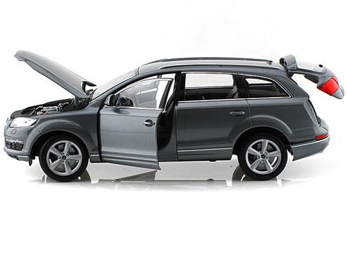 Audi Q7 SUV Grey 1/18 Scale Diecast Car Model By Welly 18032
