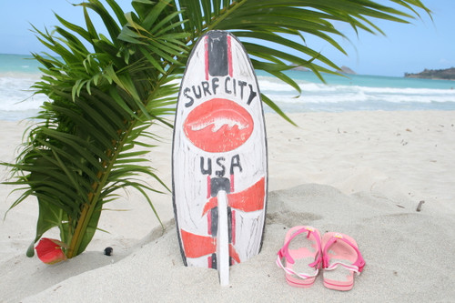 """SURF CITY, USA"" SURF SIGN W/ FIN 20"" - SURFING DECOR"