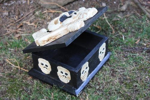 """Cross Bone Keepsake Treasure Box 7"""" - Skull Decor"""