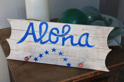 "Americana Sign/Hanger ""Aloha"" on Planks 16"" - 2 Pegs"