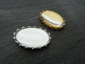 Scalloped Oval Trays 13x18mm