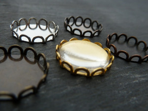 Scalloped Round Trays 15mm
