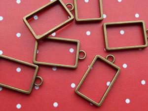 Hollow rectangular pendants for resin