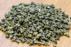 Milk oolong is in the Jin Xuan Oolong family with an earthy tone and buttery creamy fragrant.