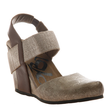 OTBT Rexburg- Women's Wedge with elastic band- Chestnut gold (Gold Dust color with same color elastic) Textured leather