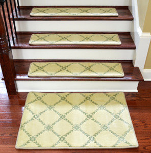 Dean Premium Non Skid Carpet Stair Treads/Runner Rugs   Duchess Ivory/Green
