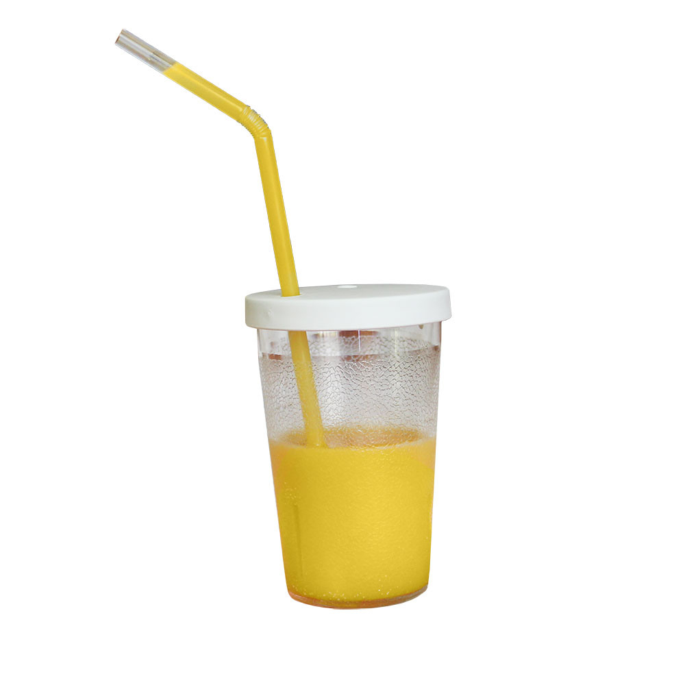 Liquid stays at the top of the straw and won't fall back into the cup