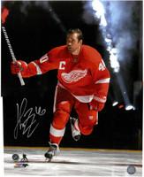 Henrik Zetterberg Autographed Detroit Red Wings 16x20 Photo #6 - Introduction