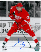 Pavel Datsyuk Autographed Detroit Red Wings 8x10 Photo #7 - Spotlight (vertical)