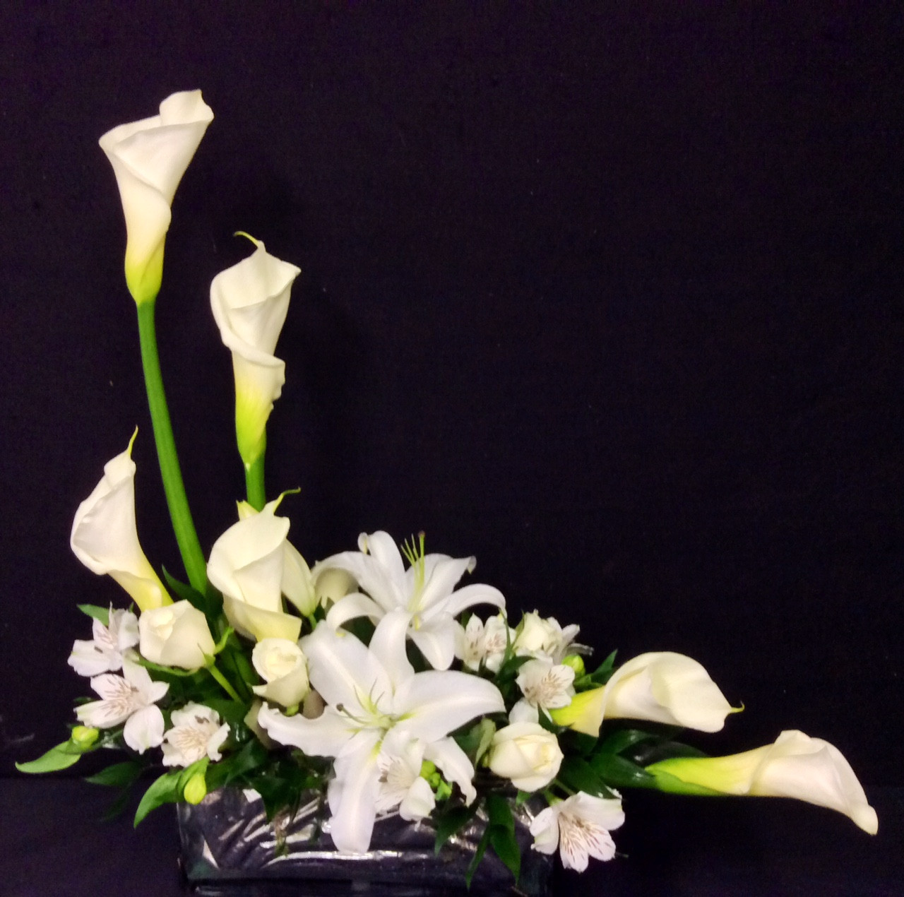 Contemporary arrangement with calla lilies and white stargazers contemporary arrangement with calla lilies and white stargazers izmirmasajfo