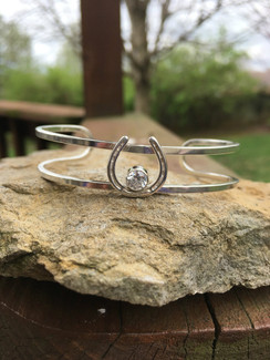 Sterling silver cuff bracelet with plate horse shoe