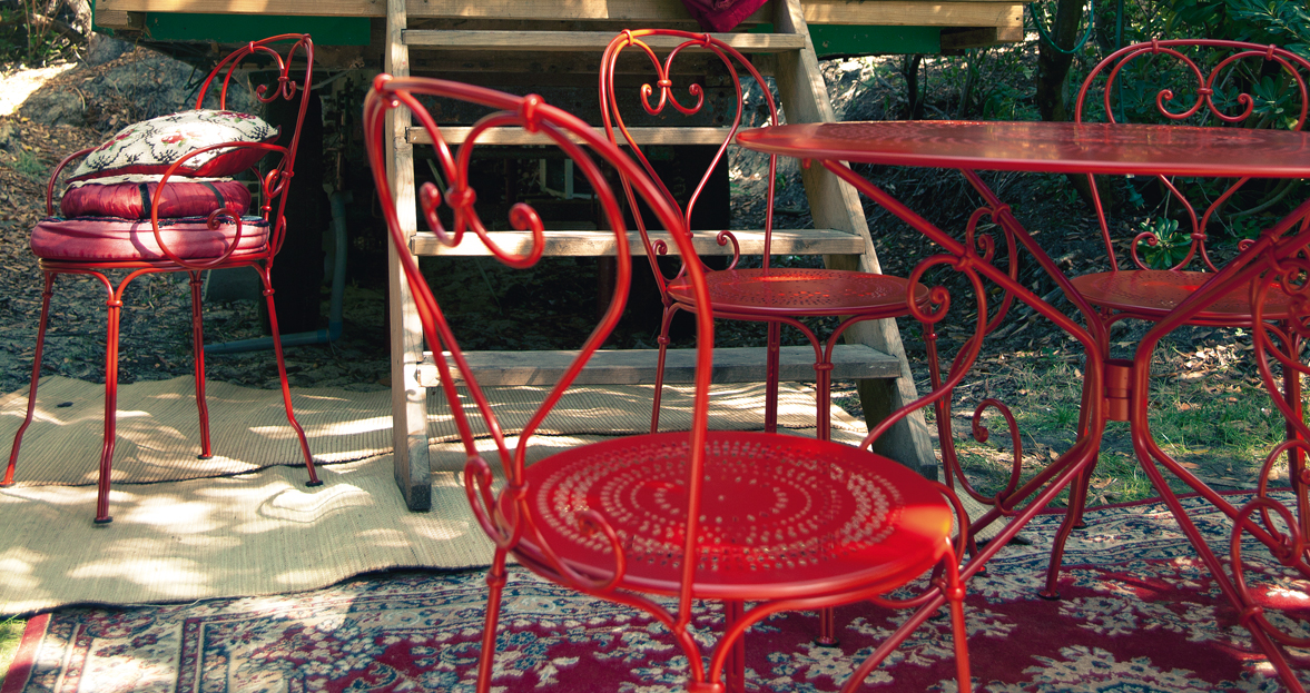 ... Fermob 1900 38 Inches Round Table 2230 C.