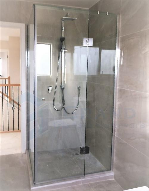 Square shower - 3 panels series