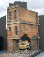 Ruined Small 3-Story Brick Apartment Building 1/35 Dioramas Plus