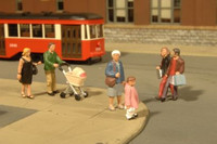 Scenescapes People Strolling (6 & Baby Coach) O Bachmann