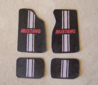 Mustang w/Grey Stripe Car Mat Set 1/25 Plastic Dreams