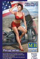 Marylin Pin-Up Girl Sitting w/Hand on Cap 1/24 Masterbox