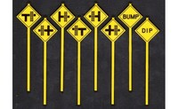 Highway Grade Crossing Warning Signs (8) O Scale Tichy Trains