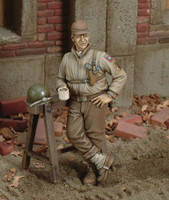 WWII US Soldier at Break w/Mug (Resin) 1/35 Royal Model