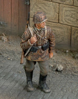 WWII Waffen SS Ardennes Soldier w/Rifle (Resin) 1/35 Royal Model