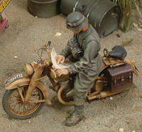 WWII DKM German Motorcycle Rider (Resin) 1/35 Royal Model