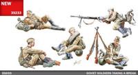Soviet Soldiers Taking a Break (5) w/Weapons & Accessories 1/35 Miniart