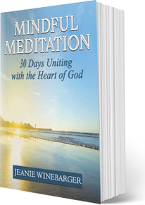 MINDFUL MEDITATION: 30 DAYS UNITING WITH THE HEART OF GOD  (PB)