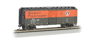 17002 HO Bachmann 10' Box Car-Great Northern (green & orange)