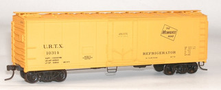 8509 HO Scale Accurail 40' Steel Refrigerator car with Plug Door Kit-Milwaukee Road/URTX
