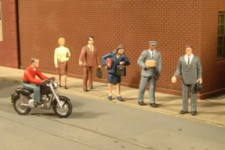 33101 HO Scale Bachmann City People w/Motorcycle