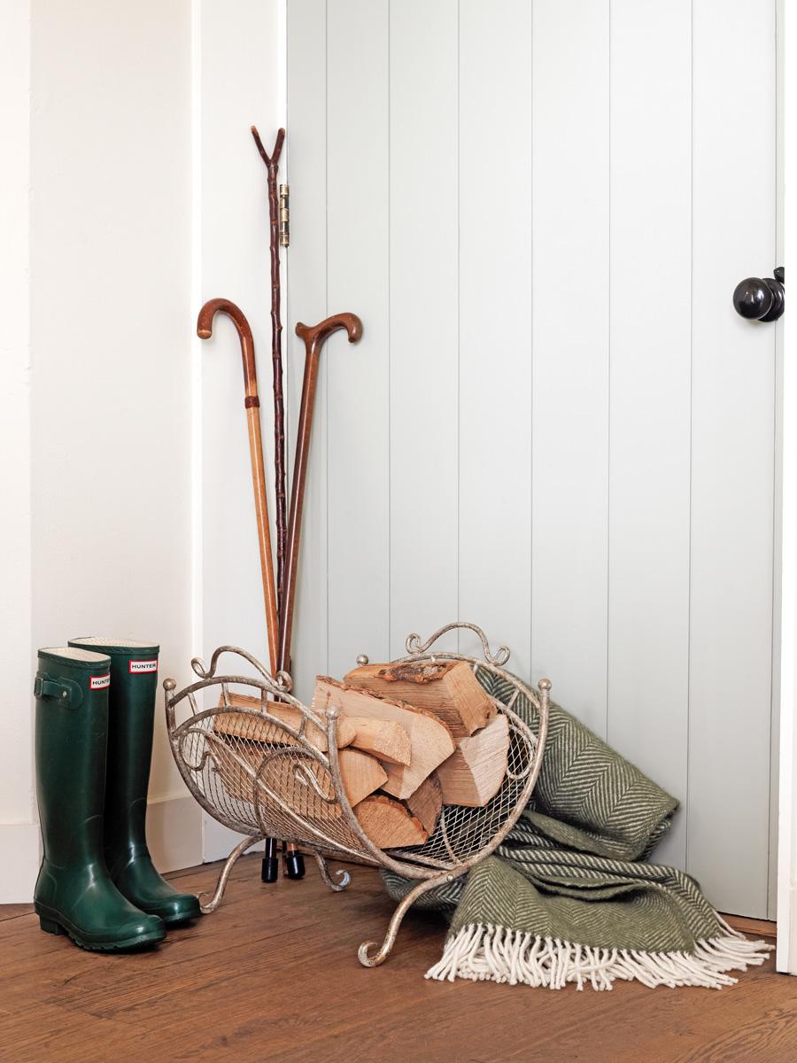 Mindy Brownes fleur-de-lis-log-holder.jpg