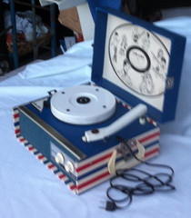Vintage Dejay 225 Phonograph 4 Speeds Record Player Red White Blue USA