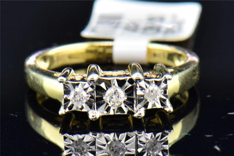 Ladies 10K Yellow Gold 3 Stone Fanook Round Cut Diamond Engagement Wedding Ring
