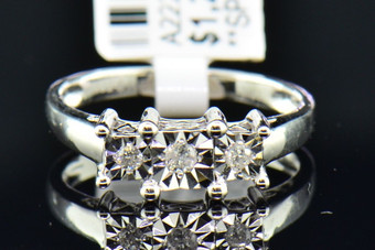 Ladies 10K White Gold 3 Stone Fanook Round Cut Diamond Engagement Wedding Ring