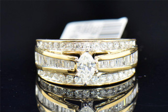 Ladies 14K Yellow Gold Marquise Cut Solitaire Diamond Engagement Ring 1 Ct.
