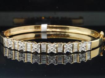 14K LADIES WOMENS YELLOW GOLD 2 CT BAGUETTE & ROUND CUT DIAMOND BANGLE BRACELET