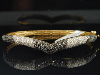 14K Yellow Gold Ladies Round Pave Set Diamond Fashion Bangle Bracelet 1.72 Ct.