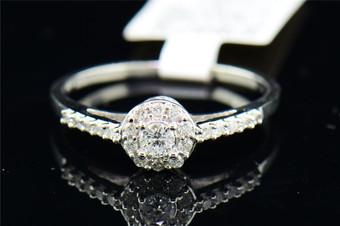 Ladies 14K White Gold Solitaire Diamond Halo Set Engagement Ring Bridal 0.27 Ct.
