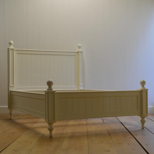 Farmhouse Beadboard Bed - White
