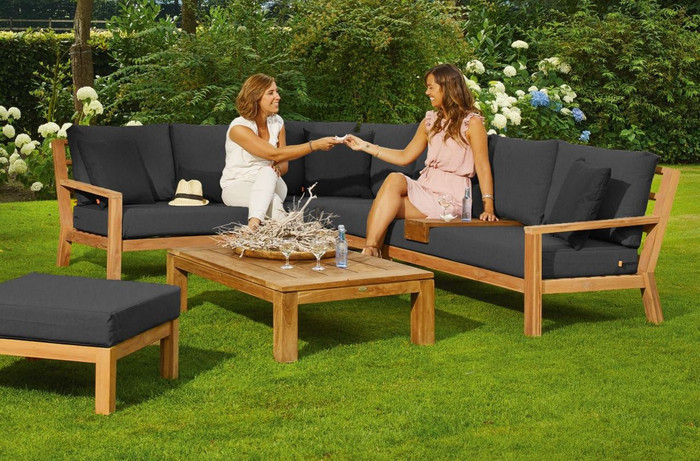 Picture also shows optional coffee table and pouf