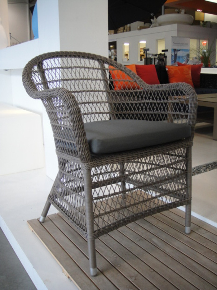 Squadra open weave outdoor arm chair