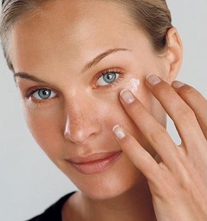 How to properly apply eye cream