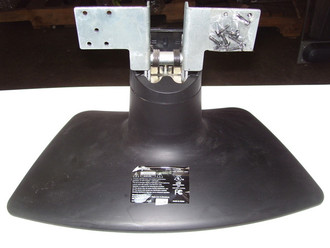INSIGNIA NS-27LCD TV STAND / BASE 615.10805-01 (SCREWS NOT INCLUDED)